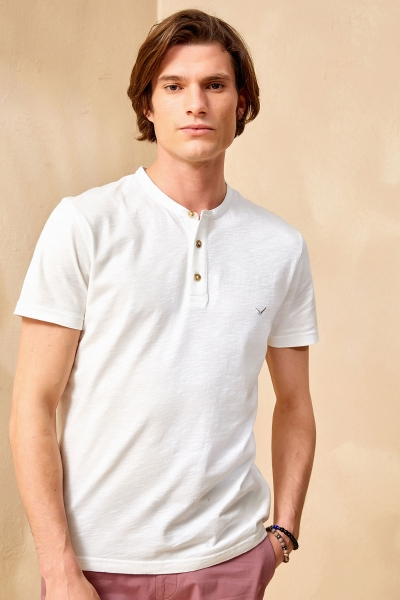 SMILE - NORTH HENLEY T- SHIRT - OFF WHITE